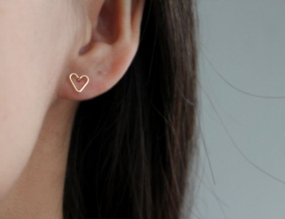 Tiny Open Heart Earring Studs Hand Formed Yellow Gold von junghwa