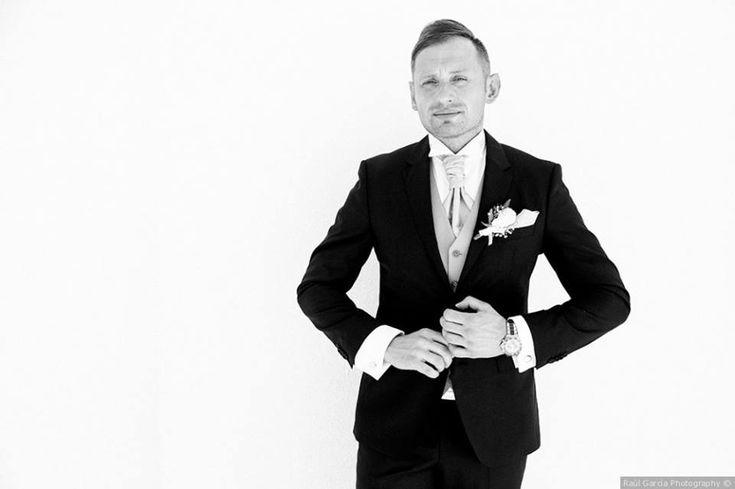 No sabes por dónde empezar para vestir tu dia? Nosotros te ayudaremos #bride #groom #wedding #weddings #bodas #novio #traje #boda #suits #suitup #suit #bridestyle #groomstyle  Raul Garcia Photography