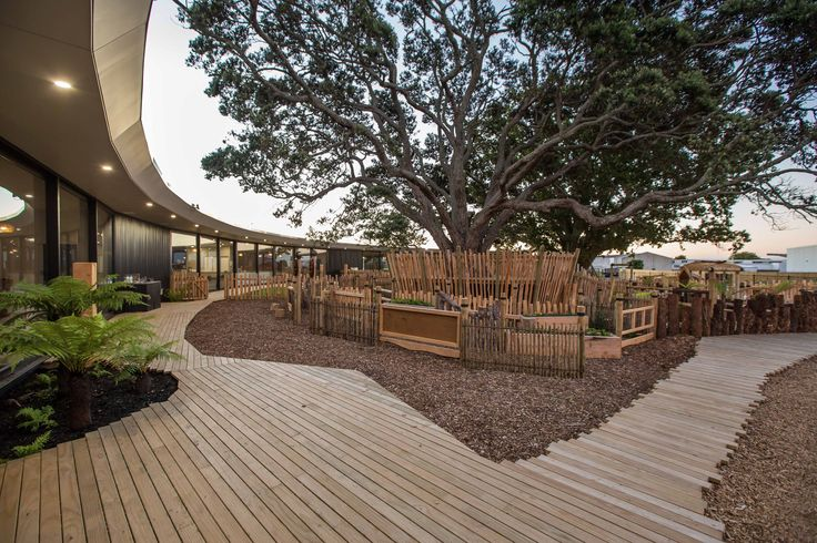 Built by Collingridge and Smith Architects in Auckland, New Zealand The site is in a commercial zone and is dominated by two mature protected trees, with driplines that cannot be built ...