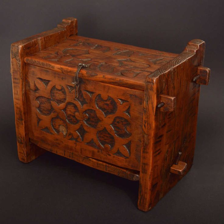 Small wooden chest / box from Kohistan region in northern Pakistan. Engravings with floral motifs are on the front and on the lid. Made with the interlocking technique typical of the mountain peoples from Kohistan to Pakistani Swat to Afghan Nuristan. Dimensions: 43 x 22 x 32 (H) cm.
