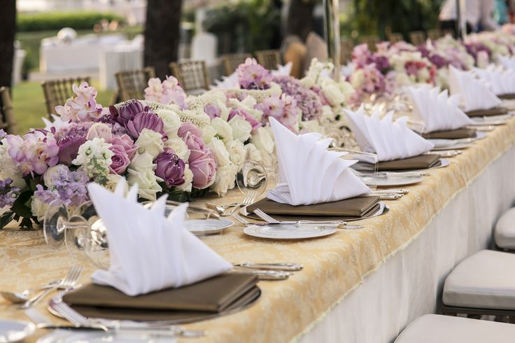 The process of choosing and delivering floral arrangements for a wedding can be stressful for both client and florist. So, how can you deliver the perfect wedding arrangement? Here are five tips! #Wedding #FloralArrangement #EventDesigner #GreenchoiceFlowers