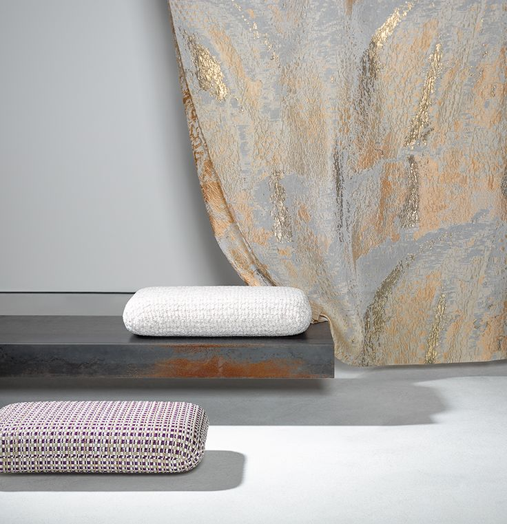 GRAZIOSO by Ulf Moritz - The imaginative multi-coloured pattern reflects the highest standards of expertise in weaving in the form of the jacquard design and elaborate fil coupé technique. A finely tuned gradation with blending shades is woven on the finest transparent silk fabric.