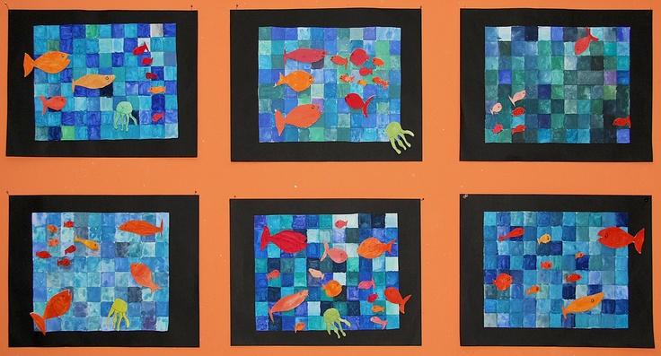 """3. Klasse Kopie A3 mit Karos in Blautönen ausmalen (Malkasten), Fische gestalten, auf Karton kleben und ausmalen in Kontrastfarben. Fische hinten mit einem dicken Moosgummistückchen oder Korkscheibchen bekleben, so dass die Fische mit etwas Abstand auf das blaue Papier geklebt werden können. Geht auch für die 4. Klasse, wenn in HSU das Thema """"Wasser"""" behandelt wird."""