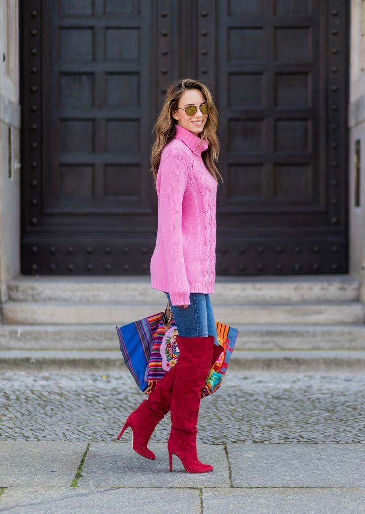 ... tote in cotton-canvas in collaboration with the Taller Maya Foundation,  a pink turtleneck in cashmere from Heartbreaker, red overknees from  Gianvito ...