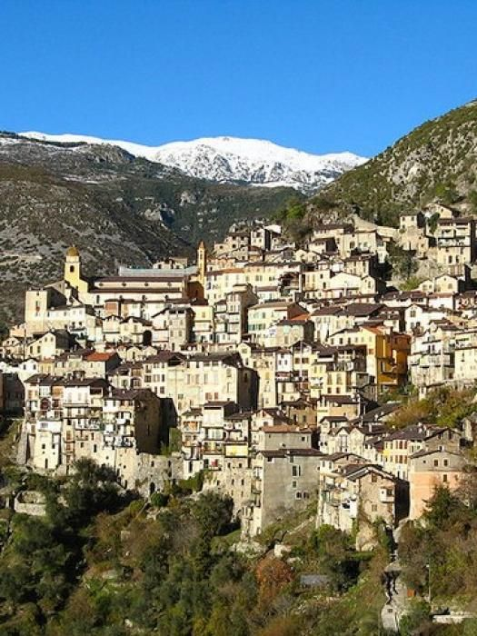 Avec ses maisons étagées et son monastère surplombant la vallée de la Roya, le village de Saorge est l'un des plus pittoresques du Mercantour. Cette ancienne place forte sur la route du sel a conservé son allure médiévale et son charme d'antan. par Audrey
