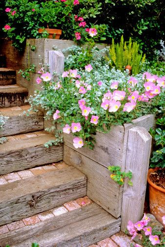 Wood planter boxes, brick & railroad tie stairs: Gardens Ideas, Modern Backyard, Good Ideas, Garden Ideas, Brick Step, Woods Planters, Planters Boxes, Backyard Gardens, Railroad Ties