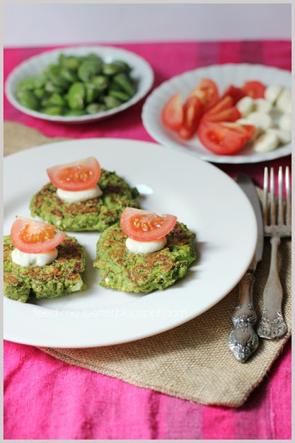 Feed Me Better: Warzywne placuszki z bobu i brokuła.