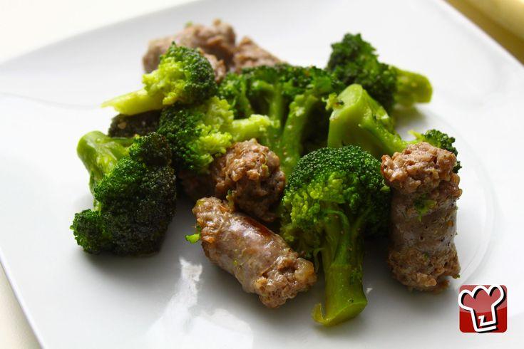 Un piatto unico perfetto per tutta la famiglia! Sono i broccoli in padella con salsiccia.