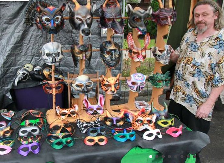 The Allentown Art Festival and Allen West Art Festivals, are side by side, making it easy to tackle two festivals at once. The Allentown Art Festival is much bigger, and has been around since 1958. It's one of the largest art festivals in the country.