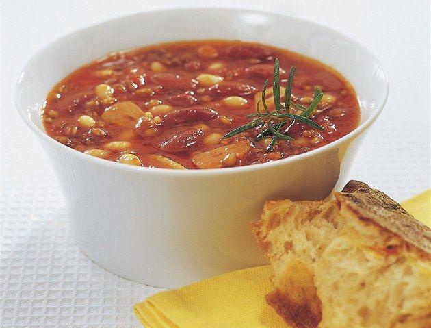 Čtyři polévky pro zahřátí podle populárních českých kuchařek