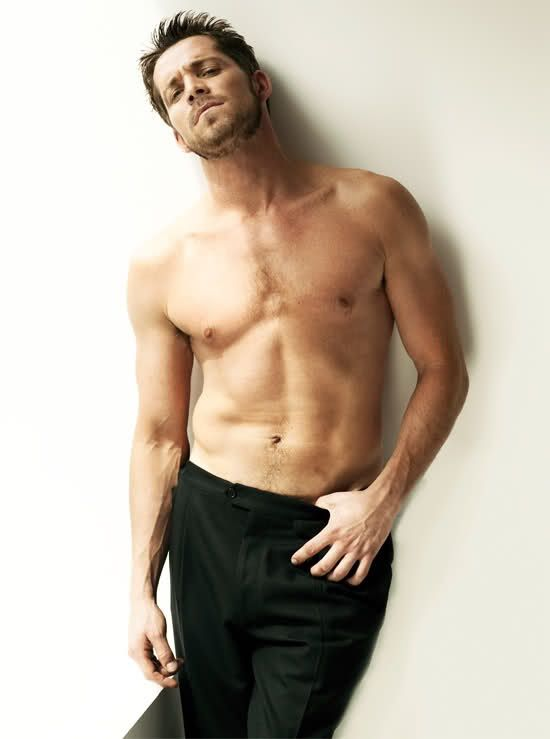 Sean Maguire - Me and my Once Upon A Time men. Thank you show for giving me Robin Hood, looking gooood ;D