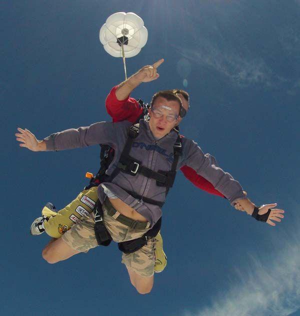 Skydivers in Grahamstown