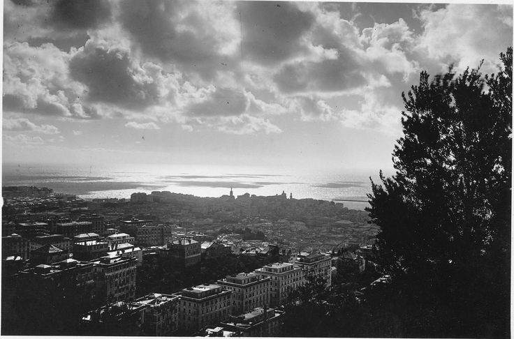 Un bellissimo panorama di Genova, datato 1935 (Photo: Cresta)