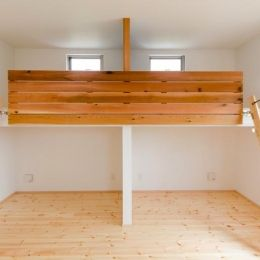 『志和堀の家』スキップフロアのある家の部屋 ロフト付きの子供部屋