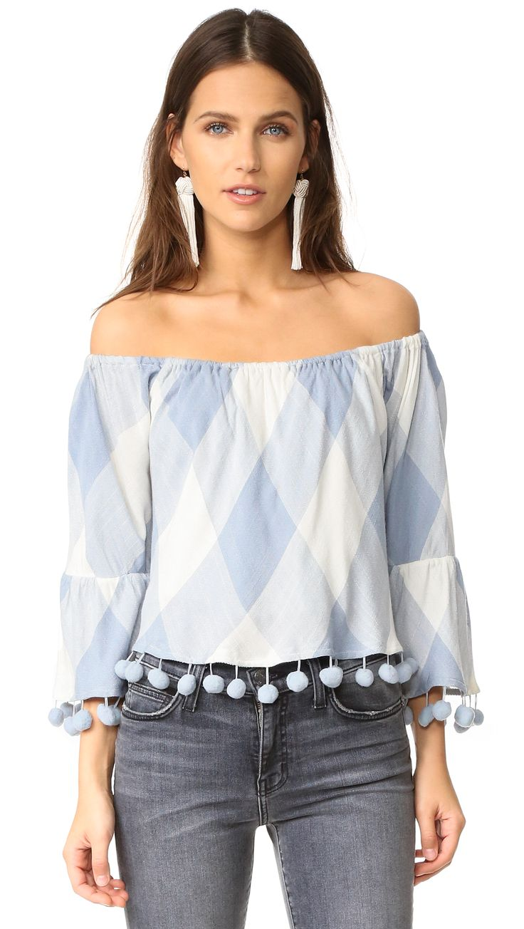 ¡Cómpralo ya!. Tularosa Alexa Top - Cottage Blue. A cropped TULAROSA top with pom pom trim and a covered elastic off shoulder neckline. Gauze lining. Fabric: Plain weave. Shell: 100% viscose. Lining: 100% cotton. Dry clean. Imported, India. Measurements Length: 15in / 38cm, from shoulder Measurements from size S. Available sizes: XS , tophombrosdescubiertos, sinhombros, offshoulders, offtheshoulder, coldshoulder, off-the-shouldertop, schulterfreiestop, tophombrosdescubiertos, topdosnu…