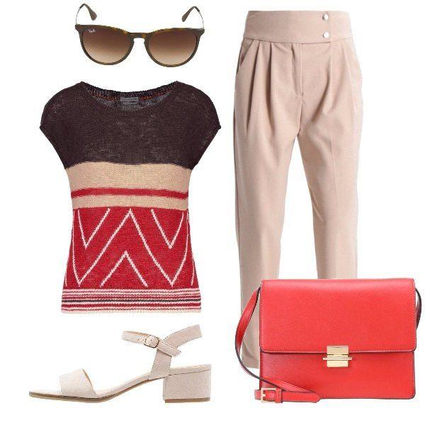 L'outfit+è+composto+da+una+maglia+a+fantasia+ed+un+paio+di+pantaloni+beige+a+vita+alta.+Il+look+si+completa+con+un+paio+di+sandali+dal+tacco+medio,+una+borsa+a+tracolla+rossa+ed+un+paio+di+occhiali+da+sole+Ray-Ban.
