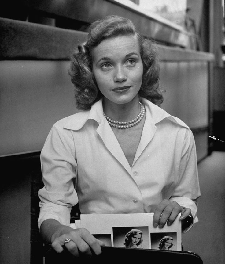 Eva Marie Saint, 1949. A true star who prioritized her family life and has remained married to her husband since 1951.