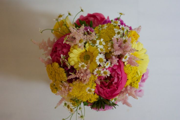 stunning colourful wedding bouquet . yellow pink white by FÜR IMMER DEINS Munich Brautstrauß pink gelb weiß