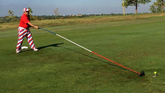 Le plus long club de golf du monde [video] - http://www.2tout2rien.fr/le-plus-long-club-de-golf-du-monde-video/