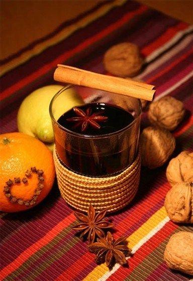 Вино красное сухое, Вода, Яблоки, Апельсины, Мед, Корица, Гвоздика, Анис (бадьян), Кардамон, Орех мускатный, Имбирь, Чай черный, Каркаде