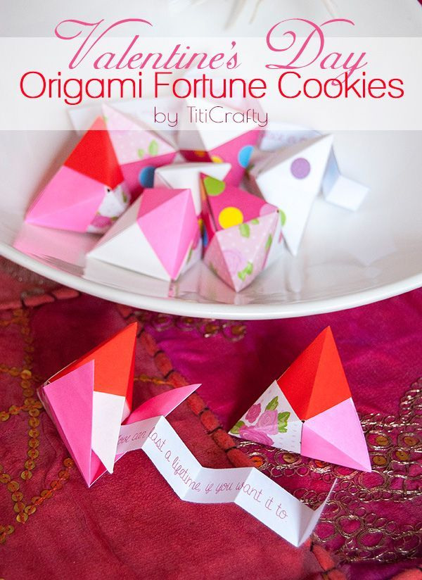 Valentine's Day Origami Fortune Cookies #Tutorial #origamifortunecookies #ValentinesDay