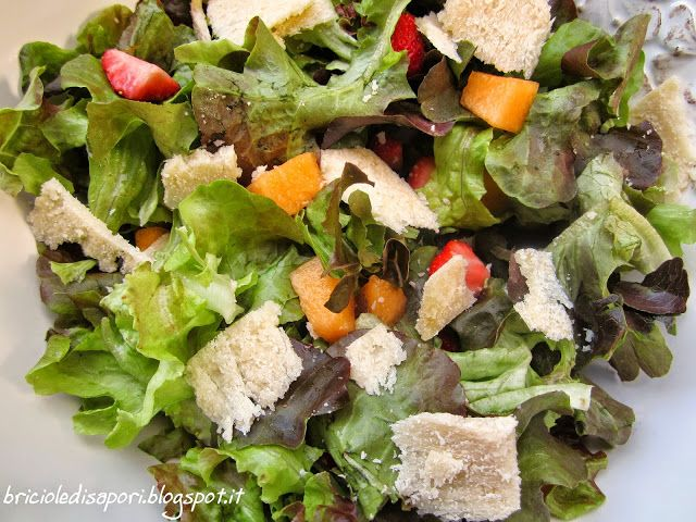 Briciole di Sapori           : Insalata croccante con melone, fragole e scaglie d...