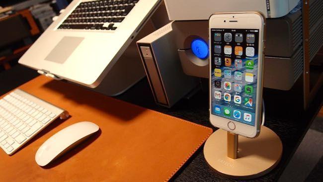 デスク周りをお洒落にする iPhone充電器 Satechiアルミニウム充電スタンドをレビュー!!