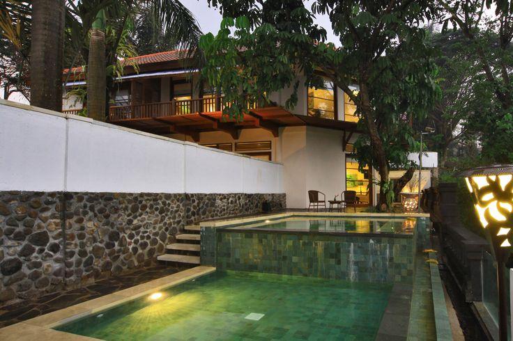 Exterior Pool suite Novus Puncak http://www.novushotels.com
