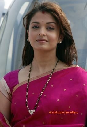 aishwarya_rai_wearing_black_beads_necklace