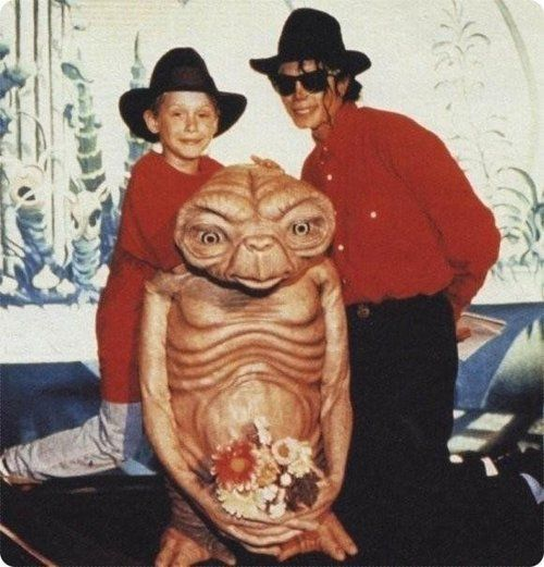 Remember that time Macaulay Culkin and Michael Jackson wore matching outfits to hang out with E.T.?