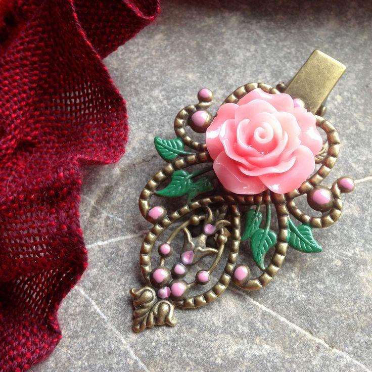 Sponka+s+růžovou+růžičkou+Mosazná+dobarvená+filigránová+sponka+s+růžovouresinovou+růžičkou+Velikost+6+x+3,5+cm