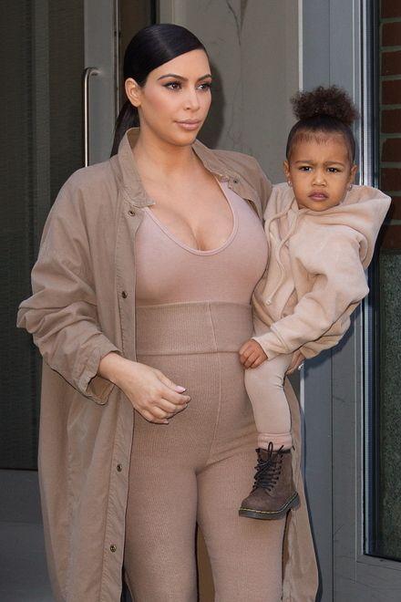 Kim Kardashian en haar zwangerschapsoutfits >>