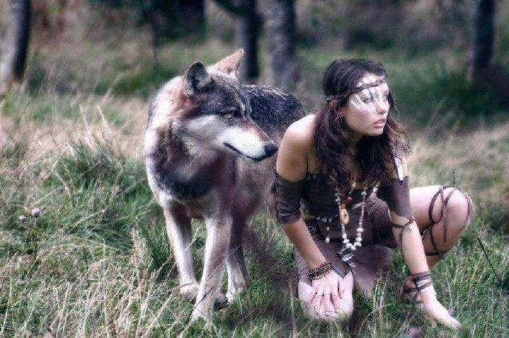 La guerrière, la femme forte et la femme sauvage qui est en moi, qui est ce que je suis... Guide mes pas et protège mon centre sacré, elle n'a pas peur, elle affronte tous les obstacles... Confiante et déterminée elle va jusqu'au bout de ses idées même...