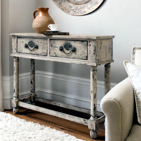 Consola de madera decapada, en color blanco.