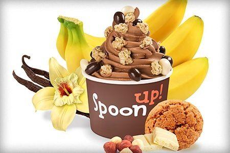 Elige entre 1/2 kg, 1 kg o 2 kg Sabores de yogur: café, tiramisú, griego, chocolate negro o blanco, galleta, melón, mandarina pistacho, té verde... Más de 25 toppings a elegir entre frutas (sandía, piña, arándanos...), salsas (dulce de leche, miel, frutas exóticas...),  o crunchy (mini oreos, gominolas, nueces...).