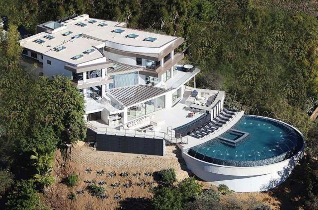 Casas de sonho: Viver numa mansão de luxo com vista privilegiada para Los Angeles (fotos)