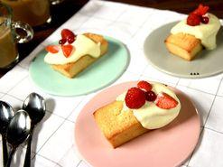 Rice krispies-pavlova med vaniljsmörkräm och färska bär (kock Sara - Stockholm)