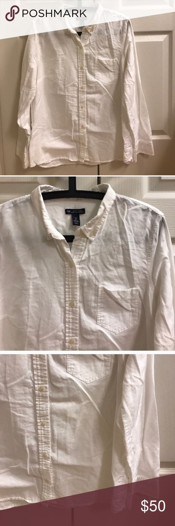 Size L Gap white boyfriend fit oxford shirt Size L Gap white boyfriend fit oxford shirt GAP Tops Button Down Shirts