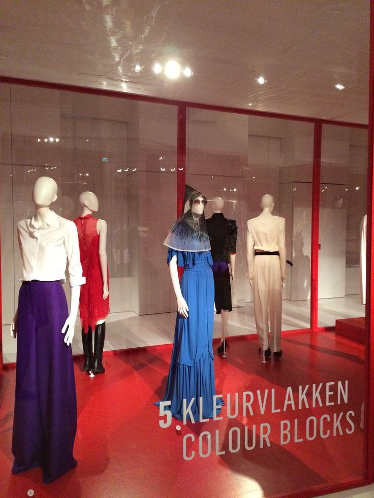 ModeMuseum Antwerpen - MOMU NU. Hedendaagse Mode uit de MoMu collectie 25.09.2014 > 04.01.2015