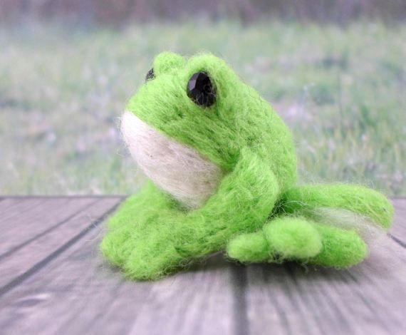 *To apply a Published Discount, check out the Coupon Code on https://www.etsy.com/shop/gattinigifts (Announcement Section)  ♥ This needle felted Pet is a Enchanted Frog who loves kisses and hugs♥ Take it home!  This friend measures approximately 1.6 in x 2.2 in x 1.6 in  This Frog is handmade You will take home exactly the Frog of the photo :D  Its made out of soft & high quality Wool (100% Pure Wool), with beads in his eyes Gattini gifts Needle Felted Pets can be grea...