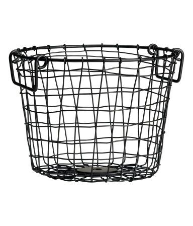 Basket in metal wire with two handles at top. Height 6 1/4 in., diameter 8 1/4 in.