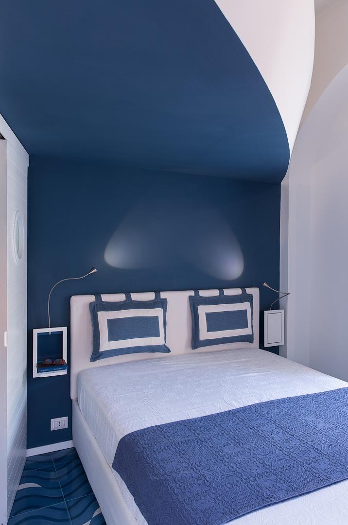 L'appartamento ristrutturato dallo studio Ricciardi Architetti si trova a…
