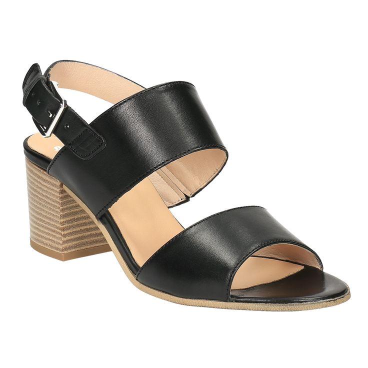 Sandali dal design minimalista e senza tempo che apprezzerete in combinazione con vari outfit. Le ampie strisce di pelle sono gradevoli al contatto con i piedi, così come il tacco confortevole. Sul collo del piede, le scarpe sono leggermente elastiche e, grazie alla fibbia, si possono stringere secondo le necessità.
