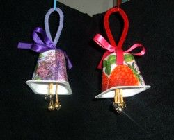Christmas crafts for children yogurt bells. I think you could take this a step further and decorate the container. Depending on the age group, construction paper or something like that could be used.