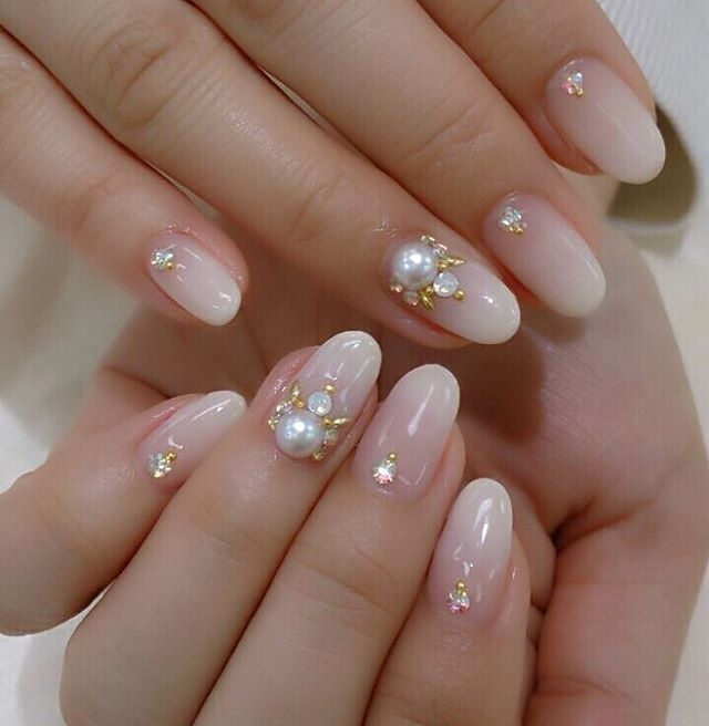 50 Likes, 5 Comments , ネイルサロン 福岡 ◇グゼル◇ (@guzel.maimai) on Instagram  \u201c本日、bridalnail♡♡♡ オフホワイト。 nails gelnails gel bridal