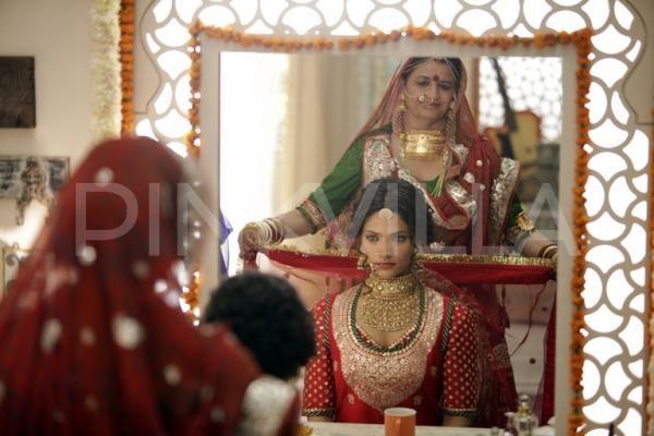 Saiyami Kher dons a 14 kg bridal lengha by Sabyasachi for Mirzya! | PINKVILLA