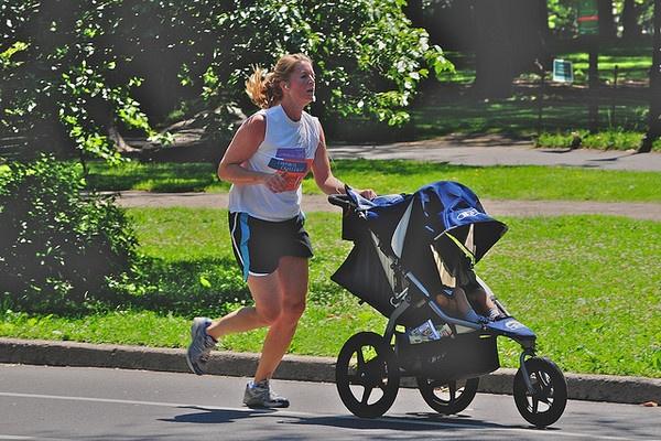 Fitness per neo mamme: gli esercizi per tornare in forma ( video)