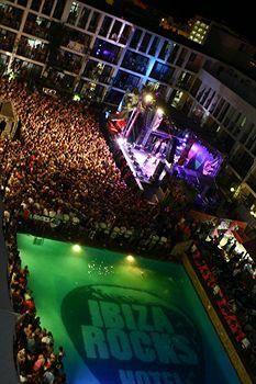 Ibiza Rocks Hotel. ibiza staat er wel om bekend dat er vaak grote feesten zijn. dit is een hotel waar ze hele grote feesten hebben. je hebt 2 hotels die r bekend omstaan. dit is er een van.