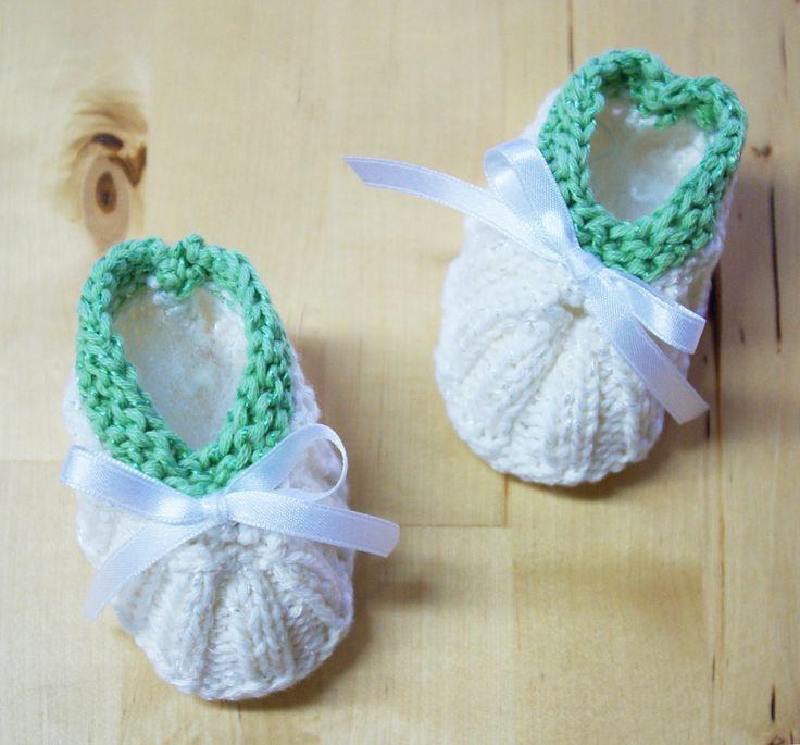 Baby Schuhe stricken Anleitung kostenlos Tisch 2