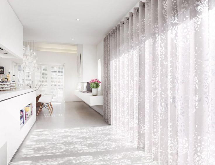 ... Richtigen Stoff Zaubert Der Vorhang Eine Zauberhafte Atmosphäre In Ihre  Wohnung. Schöner Wohnen Mit Gardinen Und Vorhängen Von Trebes  Raumausstattung.